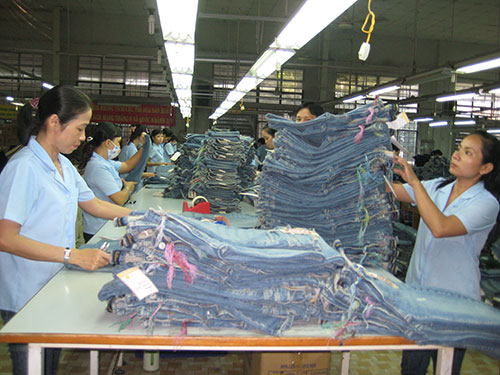 Tổng giám đốc hợp pháp của công ty bị bãi miễn bất hợp pháp khiến công nhân Công ty CP May Sài Gòn 3 lo lắng Ảnh: HỒNG ĐÀO