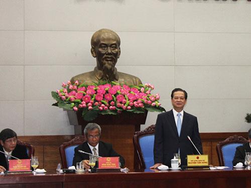 Thủ tướng Chính phủ Nguyễn Tấn Dũng phát biểu tại buổi làm việc với Đoàn Chủ tịch Tổng LĐLĐ Việt Nam sáng 11-3