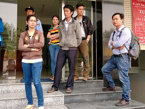 Công nhân Công ty Hoàng Vĩnh Kim (quận 12, TP HCM) bị ép nghỉ việc vì không ký vào bản HĐLĐ áp đặt