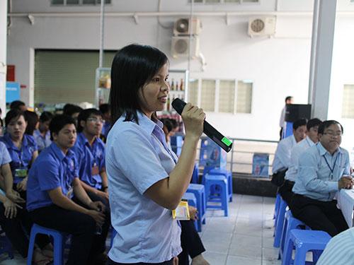 Công nhân Công ty Greystone Data System Việt Nam - KCX Linh Trung 2, TP HCM đối thoại với ban giám đốc tại hội nghị người lao động
