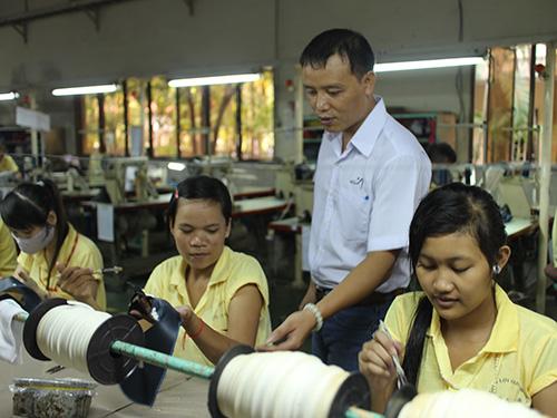 Gần gũi và hết lòng với công nhân là phong cách của anh Đoàn Văn Vỹ, Chủ tịch CĐ Công ty Trường Lợi