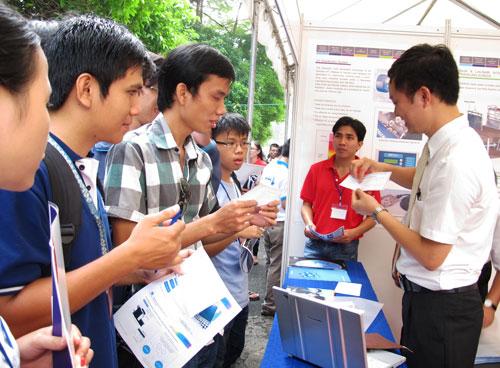 Doanh nghiệp tích cực quảng bá hình ảnh tại ngày hội việc làm Trường ĐH Bách khoa TP HCM