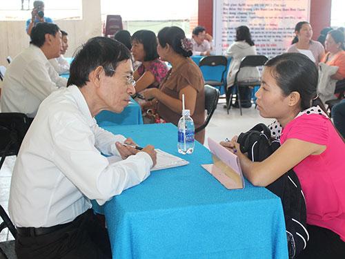 Luật sư Văn phòng Tư vấn pháp luật LĐLĐ quận Bình Thạnh tư vấn pháp luật lưu động cho người lao động
