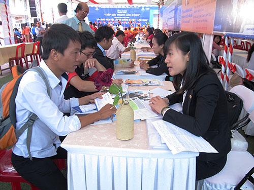 Vững kỹ năng, lao động trẻ sẽ dễ tìm được việc tốt. Trong ảnh: Ứng viên thử sức qua chương trình Phỏng vấn thử - Thành công thật do Thành đoàn TP HCM tổ chức