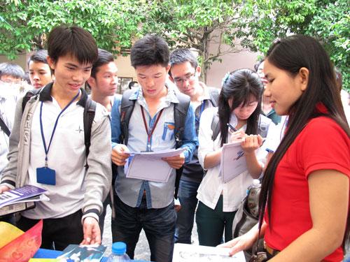 Sinh viên chật vật tìm việc tại TP HCM
