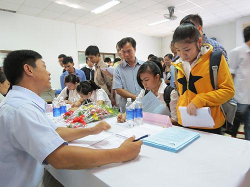 Lao động tìm việc tại sàn giao dịch việc làm ở TP HCM