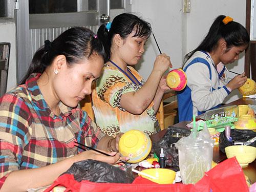 Một lớp học nghề cho công nhân được tổ chức tại Công ty TNHH Pou Yuen
