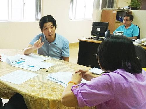 """Ông Mingun Sung đến Báo Người Lao Động với thông điệp """"Người lao động hãy vững niềm tin, cùng công ty vượt qua khó khăn"""" Ảnh: MAI CHI"""