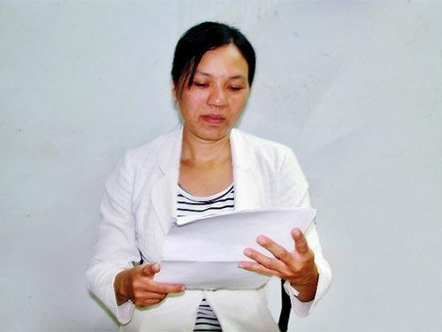 Chị Trần Thị Hân rầu rĩ khi nhận quyết định chấm dứt HĐLĐ của Công ty Cấp thoát nước Phú Yên