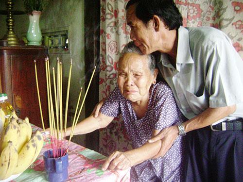 Cựu binh Trường Sa thăm hỏi mẹ Lê Thị Niệm