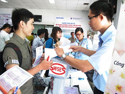 Ứng viên tìm việc tại Sàn Giao dịch việc làm các doanh nghiệp Nhật Bản do Trung tâm Giới thiệu việc làm TP HCM phối hợp với các đơn vị tổ chức