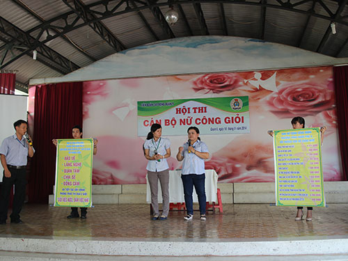 Phần thi tự giới thiệu của các đội tại hội thi cán bộ nữ công giỏi do LĐLĐ quận 9, TP HCM tổ chức