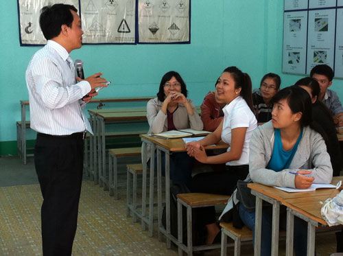 """Học viên tham gia chương trình """"Nghiệp vụ bán hàng"""" khóa 24 do Báo Người Lao Động và TTGTVL TP HCM tổ chức ngày 19-12"""