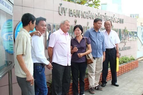 Đại diện người lao động và doanh nghiệp đi đòi quyền lợi tại trụ sở Ban Quản lý các KCN tỉnh Đồng Nai