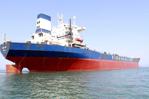 Tàu New Energy neo tại biển Quảng Ninh. Ảnh: Báo Quảng Ninh