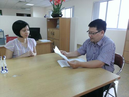 Ông Nguyễn Phi Khanh đang phỏng vấn ứng viên Trần Thị Kiều Hạnh