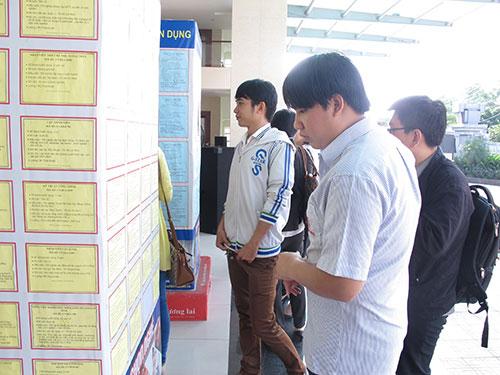 Sinh viên tìm việc tại Trung tâm Hướng nghiệp Dạy nghề và Giới thiệu việc làm Thanh niên TP HCM