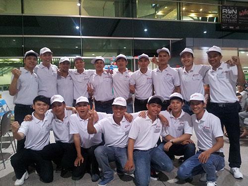 Những thợ hàn đầu tiên do Công ty Nhật Hy Khang tuyển chọn trước giờ xuất cảnh sang Nhật Bản
