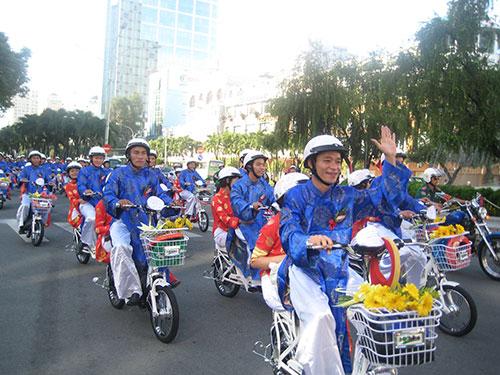 Công nhân tham gia lễ cưới tập thể năm 2013