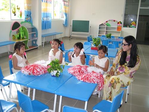 Con công nhân theo học tại Nhà trẻ Đồng Xanh tại KCN Hiệp Phước