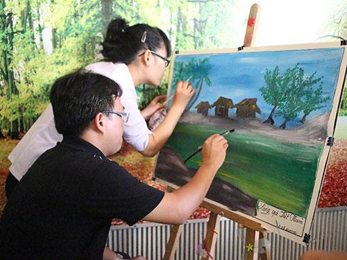 CNVC-LĐ thi vẽ tranh tại Ngày hội CNVC-LĐ quận 1, TP HCM