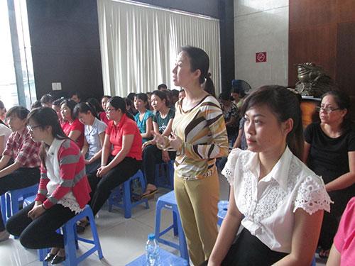 Công nhân bày tỏ nguyện vọng tại hội nghị người lao động