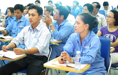 Cán bộ CĐ cơ sở quận 10, TP HCM tham gia lớp tập huấn Ảnh: HỒNG NHUNG