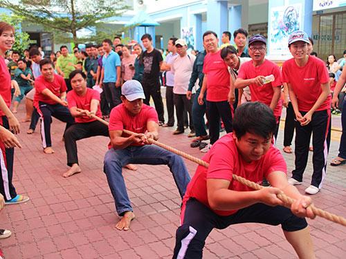 CNVC-LĐ thi kéo co tại hội thao do LĐLĐ quận 3, TP HCM tổ chức