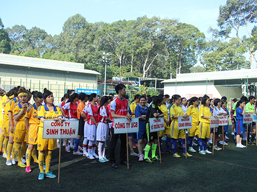 Nữ CNVC-LĐ tham gia giải bóng đá mini do LĐLĐ quận 1, TP HCM tổ chức