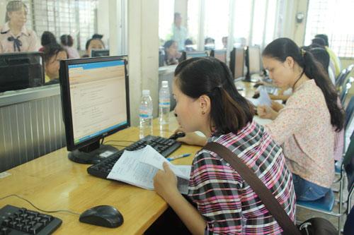 Các thí sinh tại hội thi kế toán giỏi khối hành chính sự nghiệp do LĐLĐ quận 5, TP HCM tổ chức  Ảnh: NGÂN HÀ