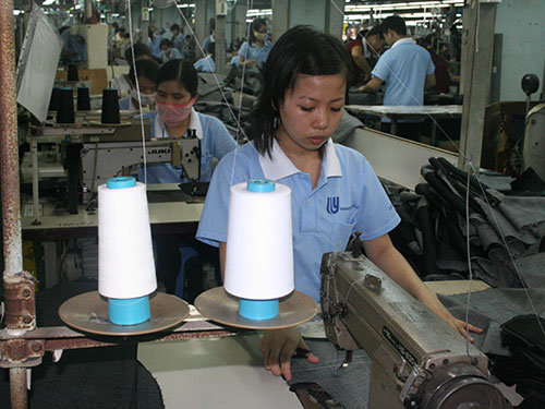 Khi điều chỉnh lương tối thiểu, doanh nghiệp phải công khai cho người lao động biết