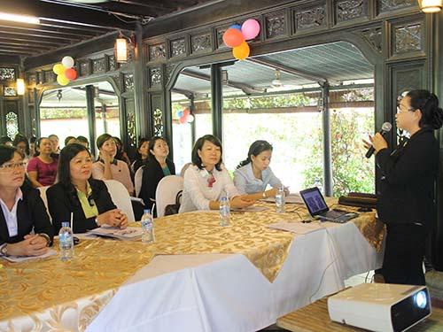 Bà Nguyễn Thị Thu Thảo, Phó Ban Nữ công LĐLĐ TP HCM, tại buổi tuyên truyền nội dung đề án vào sáng 24-2