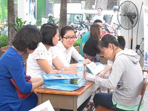 Người lao động tìm việc tại Trung tâm Dạy nghề quận 1, TP HCM