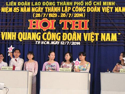 Các thí sinh tham gia phần thi trắc nghiệm kiến thức tại hội thi cấp thành phố Ảnh: THANH NGA