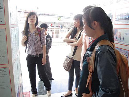 Sinh viên tìm việc làm thêm tại Trung tâm Hướng nghiệp, Dạy nghề và Giới thiệu việc làm Thanh niên TP HCM