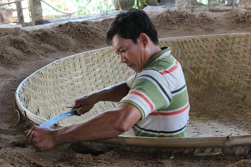 Nỗ lực bám trụ với nghề đã giúp người dân ở thôn Phú Mỹ, xã An Dân, huyện Tuy An, tỉnh Phú Yên có một cuộc sống khá đầy đủ