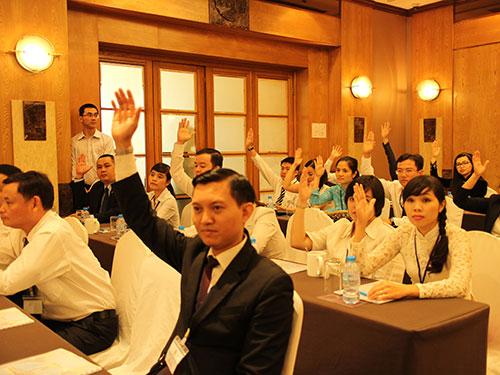 Đoàn viên Công đoàn Công ty Liên doanh khách sạn Saigon Inn biểu quyết tại đại hội