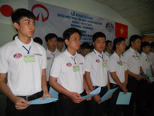 Các học viên tham gia khóa đào tạo tại lễ khai giảng sáng 1-7