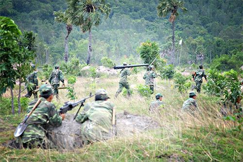 Các đơn vị bộ binh thuộc Sư đoàn 330 vượt cửa mở, xung phong đánh chiếm mục tiêu.