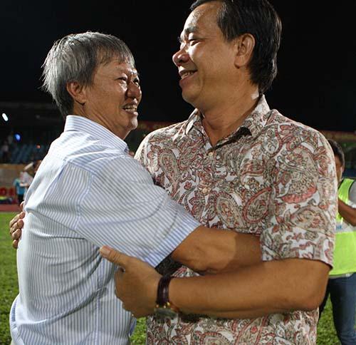 HLV Lê Thuỵ Hải chia vui cùng ông Trần Văn Đường