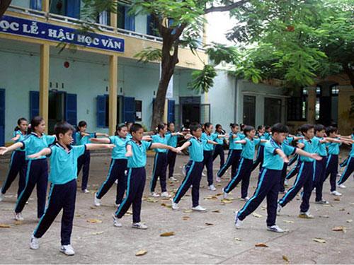 Học sinh Trường THCS Lý Tự Trọng trong giờ tập thể dục