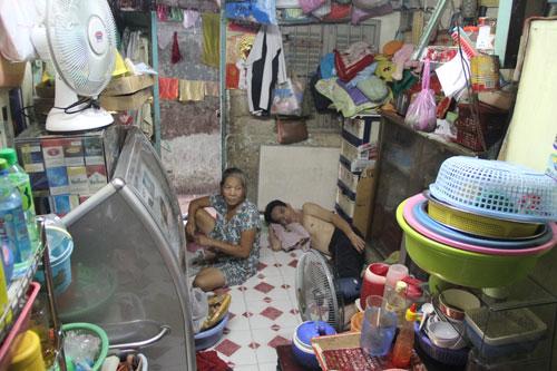 Căn nhà rộng 16 m2 (169/4 Bùi Viện, quận 1, TP HCM) là nơi ở của gia đình bà Bùi Thị HoaẢnh: LƯƠNG SƠN