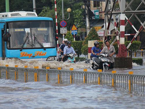 Liệu đường Kinh Dương Vương có hết ngập vào năm 2015 như đã hứa? Ảnh: Thành Đồng