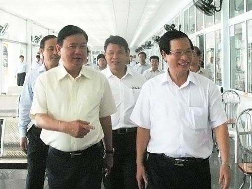 Bộ trưởng Đinh La Thăng cùng các đại biểu tham quan Bến xe Trung tâm TP Đà Nẵng trong sáng 27-6