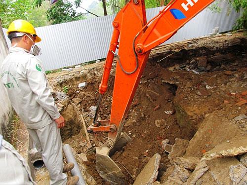 Nhờ phát hiện của người dân huyện Cẩm Thủy, tỉnh Thanh Hóa, việc chôn thuốc trừ sâu của Công ty Nicotex Thanh Thái bị phanh phui Ảnh: Tuấn Minh
