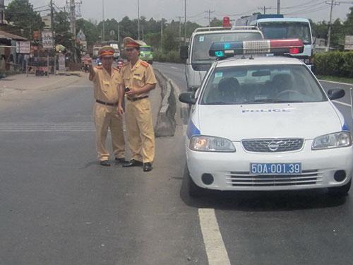 Tổ khảo sát tại điểm đen nút giao cầu vượt Trạm 2, quận Thủ Đức, TP HCM