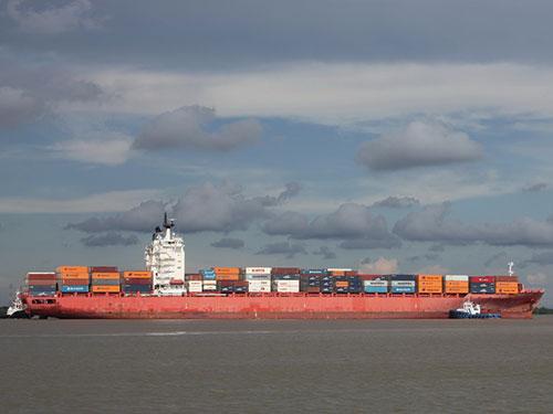 Luồng sông Soài Rạp đón tàu 54.000 tấn vào cảng container quốc tế SPCT, mở cơ hội cho giao thông thủy phát triển, hướng ra biển
