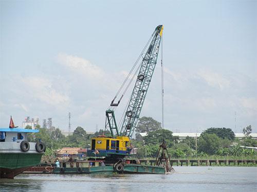 Dự án nạo vét sông Đồng Nai của Công ty Hiệp Phước khiến người dân địa phương lo lắng về nguy cơ sạt lở Ảnh: MINH KHANH