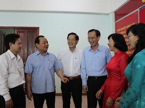 Bí thư Thành ủy TP HCM Lê Thanh Hải trao đổi cùng lãnh đạo huyện Bình Chánh tại buổi làm việc