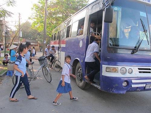 Xe buýt đưa rước học sinh hoạt động trên địa bàn TP HCM Ảnh: THU HỒNG
